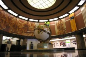 Los_Angeles_Times_interior_with_globe.1